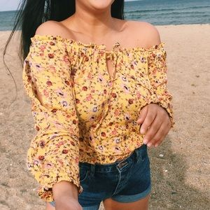 Vintage-look yellow blouse
